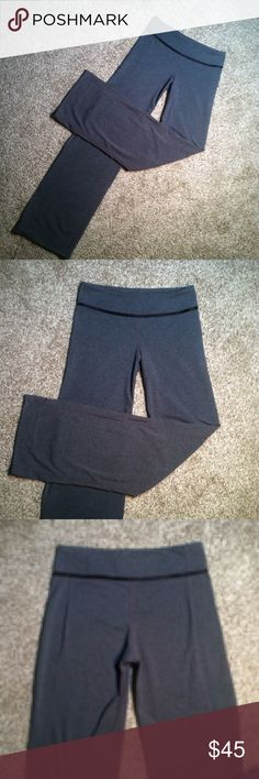 // LULULEMON YOGA PANTS >Lululemon yoga pants >>size 6 >very gently worn, but in excellent condition; no flaws   Same/next day shipping! Pet/smoke free home! Offers welcome! Bundle & save!!  Thanks for looking, xo💋 lululemon athletica Pants
