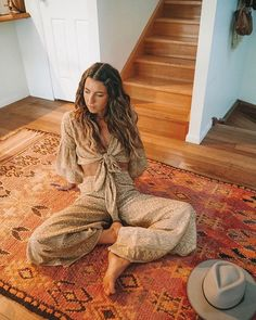 Hippie Outfits 394346511126147363 - Boho fashion, bohemian style, hippie clothing ideas Source by cinaar Mode Hippie, Bohemian Mode, Hippie Chic, Urban Hippie, Hippie Life, 70s Inspired Fashion, 70s Fashion, Look Fashion, Hippy Fashion