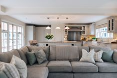 family room design with fireplace Open Plan Kitchen Living Room, Kitchen Family Rooms, Open Plan Living, Home Living Room, Living Room Designs, Kitchen Diner Lounge, Lounge Diner Ideas, Avon, Family Room Design
