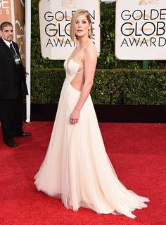 Rosamund Pike on Vera Wang - Golden Globes '15