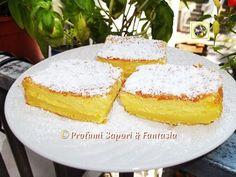 La torta morbida e cremosa è una novità nella pasticceria. Chiamata anche torta magica crea all'interno tre strati di differente consistenza, una golosità.