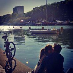 Clichê. #paris #lovers #lamour #bike #summertime #ohlala by maricampos