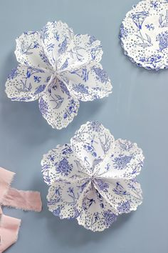 Paper Doily Star - Paper Doily Star Create a festive Paper Doily Star for celebrating at your next patriotic party. This paper craft is a beautiful and simple way to turn doilies into something fun. Paper Doily Crafts, Paper Lace Doilies, Doilies Crafts, Paper Flowers Diy, Flower Crafts, Diy Paper, Recycle Paper, Diy And Crafts, Crafts For Kids