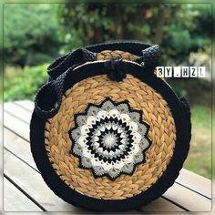 - Diy Bags Purses, Diy Purse, Ipad Bag, Lavender Bags, Crochet Purses, Crochet Bags, Pink Wallpaper Iphone, Simple Bags, Quilted Bag