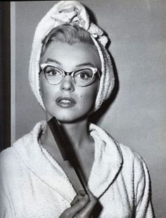 Marilyn with CAT EYE glasses