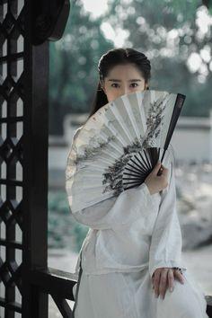 『Ancient ♢ China 』 — Girls in Chinese Hanfu 汉服 Chinese Culture, Japanese Culture, Hanfu, Foto Cowgirl, Chinese Fans, China Girl, Ancient China, Warrior Princess, Photos Du