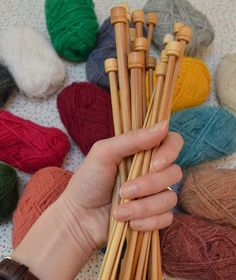 How To Knit... How To Choose Yarn and Needles