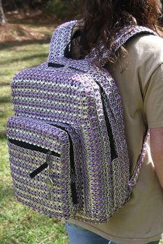 can tab/soda tab bag bakpack sandylandya My pop tab backpack. because having a normal backpack is boring! Soda Tab Crafts, Can Tab Crafts, Aluminum Can Crafts, Bottle Cap Crafts, Bottle Caps, Pop Tab Purse, Pop Bag, Pop Top Crafts, Pop Can Tabs