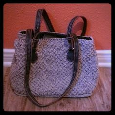 Liz Claiborne shoulder bag Beige, woven-design shoulder bag with two faux leather straps. Inside is very spacious with two deep compartments, one middle pocket with a zip to close and one more small zip pocket. Bag closes with a snap magnet as shown in pic #2. Simply gorgeous! Liz Claiborne Bags Shoulder Bags