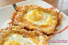 "Combining her love for cheesy eggs with eggs ""over easy,"" try this delicious Cheesy Baked Egg Toast for breakfast. Breakfast And Brunch, High Protein Breakfast, Breakfast Dishes, Breakfast Recipes, Zondagse Brunch, Breakfast Ideas, Cheesy Eggs, Egg Toast, Kids Meals"