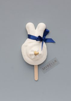 A little bit of bunny love. Cute little cotton tail meringue cookies. Orders available through Mybella Meringues website.