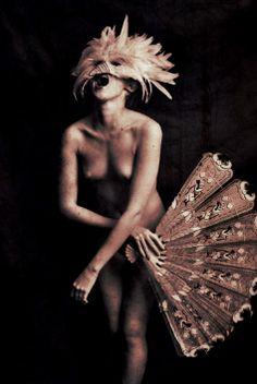 舞子鳥女 Dancing Bird Lady by Sayaka Maruyama Avant Garde Artists, Beautiful Costumes, Art Poses, Human Art, Masquerade Ball, Burlesque, Great Artists, Filmmaking, Amazing Art