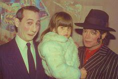 Michael Jackson, Pee-Wee Herman, and a mystery child. Jackson Family, Jackson 5, Michael Jackson, Pee Wee's Playhouse, Paul Reubens, Pee Wee Herman, King Of Music, The Jacksons, Classic Tv