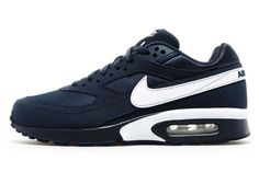 Nike have released a banging blue BW exclusively for UK's JD Sports. Aside from a slimmed-down collar the sleek Air Max sticks true to original form with its the Big Window bubbles, embroidered tongue branding, …