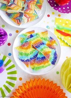 Rainbow Chocolate Bark Recipe 2 Ways - an easy and fun sweet treat to make for Saint Patrick's Day or for a rainbow or unicorn birthday party! Rainbow Desserts, Rainbow Treats, Colorful Desserts, Rainbow Candy, Rainbow Food, Colorful Candy, Rainbow Swirl, Chocolate Swirl, Melting Chocolate