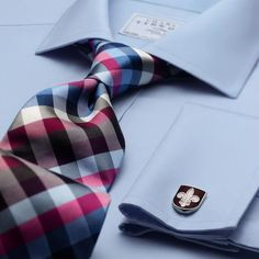 Beautiful colored tie. Very stylish with the light blue shirt. The cufflinks are too classic for me though.