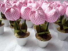 Vasinho com tulipa em tecido  Ideal para lembrancinhas de chá de bebê, maternidade, batizado, aniversário ou casamento.
