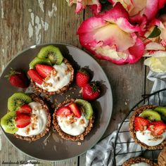 Granola Cups με γιαούρτι & φρούτα – Let's Treat Ourselves Piece Of Cakes, Granola, Chocolate Cake, Acai Bowl, Yogurt, Food Photography, Healthy Living, Treats, Let It Be