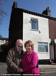 Couple hoping to sell house plagued by ghost of Titanic captain who was born there (...and it even had a flooded kitchen) - THE HORROR MOVIES BLOG : THE HORROR MOVIES BLOG