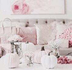 It's finally feeling like fall here in Florida today and I couldn't be more excited about it 🍁💕 Have a beautiful rest of your day my loves! Halloween Bedroom, Pink Halloween, Pretty Halloween, Halloween Home Decor, Fall Home Decor, Halloween Decorations, Fall Decorations, Halloween Ideas, Pink Pumpkins