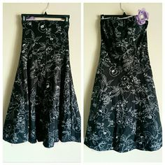 Ruby Rox Black & White Floral Strapless Dress sz 7 Lovely stenciled white flower print on black with white leave edging and full underskirt. Lavender purple flower accent clips on and off so you can wear with our without and change the placement. Zip closure up the back. Juniors sizing. In great condition, so cute! Ruby Rox Dresses Strapless