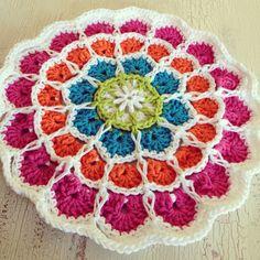 Crochet Mandala in bright cheery cotton Freeform Crochet, Crochet Motif, Crochet Doilies, Crochet Flowers, Crochet Patterns, Crochet Round, Love Crochet, Easy Crochet, Crochet Baby