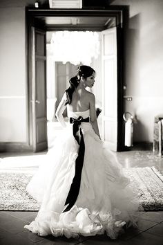 I adore Vera Wang and the amazing designs she creates for stunning wedding gowns!! I love it