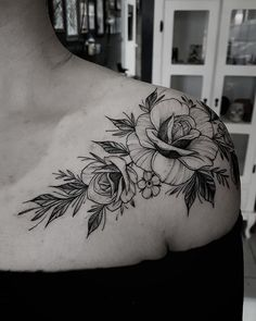 Stunning Floral Shoulder Tattoo Designs You Must Have - Page 4 of 52 - Chic Hostess Flower Tattoo Foot, Flower Tattoo Shoulder, Foot Tattoos, Body Art Tattoos, Small Tattoos, Tattoo Floral, Flower Tattoos, Tatoos, Gardenia Tattoo