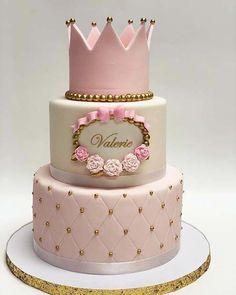 Baby Shower Kuchen, Gateau Baby Shower, Baby Girl Birthday Cake, Baby Girl Cakes, Birthday Cake Crown, 1st Birthday Cake For Girls, 1st Bday Cake, Girl Baby Shower Decorations, Baby Shower Themes