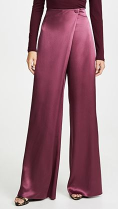 High-waisted wide leg pants by Cushnie Silk Pants Outfit, Skirt Pants, Wide Leg Trousers, Wide Leg Pants, High Waist Pants, High Waisted Palazzo Pants, Mode Kimono, Merian, Mode Hijab