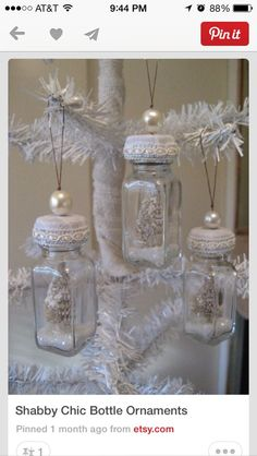 Shabby Chic Christmas Deco using Mason jars and a mix of old Jars Noel Christmas, Diy Christmas Ornaments, How To Make Ornaments, Homemade Christmas, Winter Christmas, Ornaments Ideas, Victorian Christmas, Ornament Crafts, Vintage Ornaments
