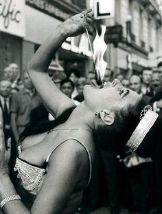 Fire-swallower and yogi Rahnee Motie source: Valentino Vamp. via Hoodoo that voodoo Vintage Carnival, Vintage Circus, Old Photos, Vintage Photos, Vive Le Sport, Fire Dancer, Circus Performers, Evil Clowns, No Photoshop