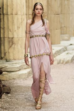 What Tyene Sand would wear in Dorne, Chanel