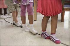 Montessori módszerek - Séta a vonalon! Games For Toddlers, Fun Activities For Kids, Motor Activities, Toddler Games, Preschool Ideas, Yoga Games, Montessori Practical Life, Montessori Classroom, Brain Gym