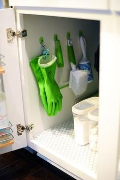12 Ways to Use Command Hooks in the Kitchen. Looking for budget friendly hacks and diy storage ideas? Try these for organizing in kitchens in apartments and houses or homes. storage and organization 12 Brilliant Ways to Use Command Hooks in the Kitchen Organisation Hacks, Bathroom Organization, Organizing Tips, Bathroom Storage, Organizing Kitchen Cabinets, Organising, Under Kitchen Sink Storage, Diy Cabinets, Bathroom Cabinets