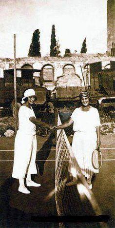 Cumhuriyetin ilk yılları, tenis oynayan Kadınlar.işte bu yüzden dağılmış aileler.Börek yapsalardı bakan olurlardı ki