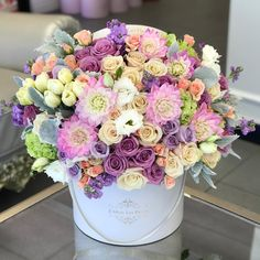 Hat Box Flowers, Beautiful Bouquet Of Flowers, Flower Boxes, My Flower, Beautiful Flowers, Happy Birthday Flower Bouquet, Luxury Flowers, Deco Floral, Floral Arrangements