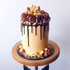 *Drools*, one of my favourites! Layers of chocolate brownie & caramel mudcake, filled with Nutella fudge, crushed honeycomb, Maltesers, crushed butterscotch caramels & covered in a salted caramel Swiss meringue buttercream. Topped with all things crunchy, caramelly & chocolatey!