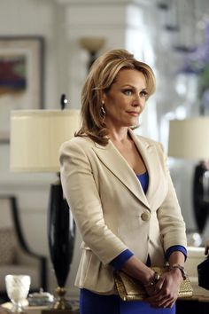 Gail O'Grady in Revenge Emily Thorne, Gail O'grady, Nypd Blue, Julie Bowen, Glamour Photo, Natural Women, Beautiful Women Pictures, Sexy Older Women, Some Girls