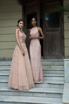Check out the most awesome Online Websites for lehengas in this post.Now shop for lehengas under budget or even a lakh. Indian Lehenga, Indian Gowns, Indian Attire, Indian Wear, Indian Fashion Dresses, Dress Indian Style, Ethnic Fashion, Floral Skirt Outfits, Dress Outfits