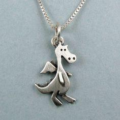 Tiny dragon necklace / pendant par StickManJewelry sur Etsy