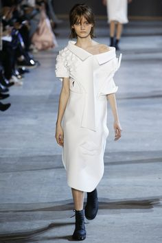 See all the Viktor & Rolf Haute couture Spring/Summer 2016 photos on Vogue. Haute Couture Looks, Style Couture, Couture Fashion, Runway Fashion, Fashion Show, Fashion Outfits, Fashion Design, Paris Fashion, 3d Fashion