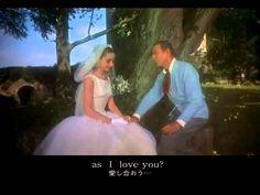 おはようございます。 今日5/10はフレッド・アステアの生まれた日。 今朝の一曲は、ミュージカル映画「パリの恋人」(Funny Face、1957年)で、アステアがオードリー・ヘップバーンと踊りながら歌う「He Loves and She Loves」(ジョージ・ガーシュウィン作曲)。木々の緑にオードリーの白いドレスが映えてとても美しいダンスシーンです。この映画は、アステアを核としたダンスシーンに加えて、ヘプバーンが着こなす華麗なジヴァンシーの衣装も見所でした。