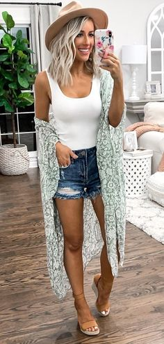 30 Preppy Summer Outfits To Copy Now 2019 white tank top The post 30 Preppy Summer Outfits To Copy Now 2019 appeared first on Outfit Diy. Preppy Summer Outfits, Spring Outfits, Trendy Outfits, White Top Outfit Summer, Casual Summer Style, Summer Outfits For Vacation, Summer Casual Outfits For Women, Summer Clothes For Women, Summer Clothing