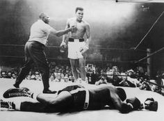 Was this Muhammad Ali moment the 'greatest sports image of all time'? George Foreman, Citation Mohamed Ali, Sports Illustrated, Nike Free, Combat Boxe, Muhammad Ali Quotes, Float Like A Butterfly, Sports Images, Sport Photography