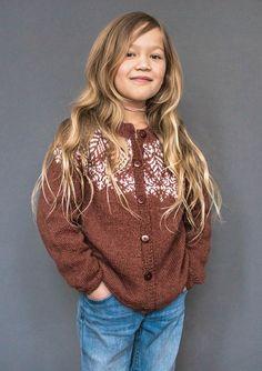 Ravelry: Tiril koftenbarn pattern by Sandnes Design Baby Barn, Warm Socks, Knitting For Kids, Knitting Patterns, Diy And Crafts, Ravelry, Pullover, Celebrities, Blouse