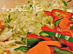 Λάχανο τουρσί, το πιο απλό! Θα χρειαστείτε: 1 λάχανο θαλασσινό αλάτι χυμό ενός λεμονιού ίσως λίγο εμφιαλωμένο ή φιλτραρισμένο νερό 3 γυάλινα βάζα του λίτρου ή περισσότερα μικρότερα Σημείωση: ο χυμό...