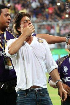 Shahrukh Khan celebrates KKR win at Eden Gardens in IPL 2014: Photos