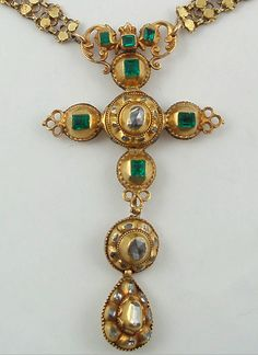 Necklace given to La Duca by her mother on the occasion of her joining the court. It was later inherited by her daughter Beatrice and her descedants.