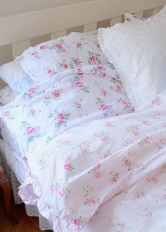 Such pretty bedding! Sweet, sweet dreams! | Shabby Chic Bedroom Ideas for Women | #shabby #chic #shabbychic #bedroom